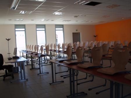 Une grande salle de cours